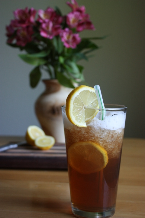 iced tea with lemons