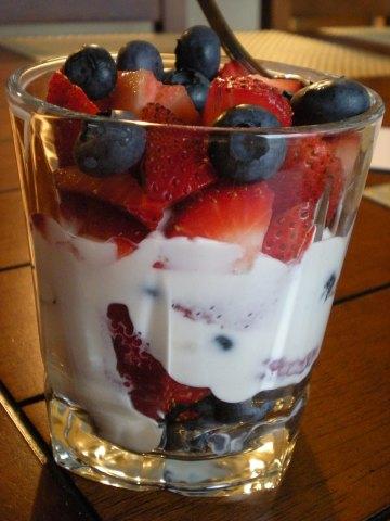 vanilla Greek yogurt parfait with red and blueberries