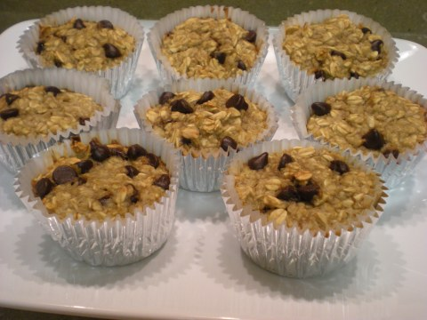 banana-chocolate chip oatmeal muffins