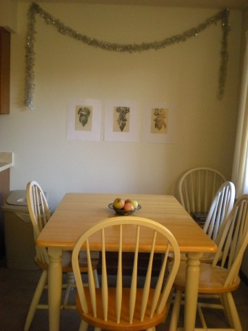 dining table with silver garland swag