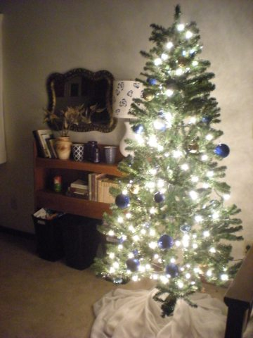 Xmas tree with blue & gold ornaments, white lights
